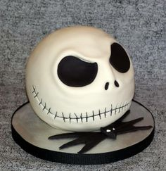 What a spooktacular Halloween cake!