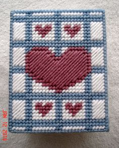 Country Hearts Tissue Box Cover in Plastic Canvas by LesleesCrafts