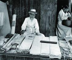 市場では韓服、そろばん、そして余裕があった。 北朝鮮の1950年代の様子をとらえた貴重なモノクロ写真【画像】