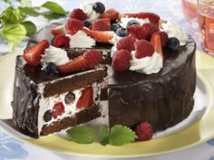 Šlehačkový dort s letním ovocem - Recepty na každý den Recipe Sheets, Cream Cake, Gem, Cheesecake, Food And Drink, Pudding, Sweets, Cooking, Recipes