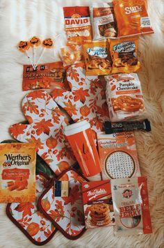 Diy Halloween Gifts, Halloween Season, Fall Halloween, Homemade Gift Bags, Sleepover Food, Fun Fall Activities, Fall Projects, Friend Birthday Gifts, Holiday Themes
