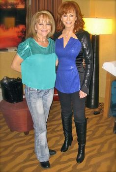 Susie and Reba McEntire Country Music Artists, Country Music Stars, Country Singers, Country Women, Country Girls, Reba Mcentire, Loretta Lynn, First Daughter, Famous Couples
