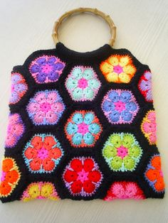 african flower handbag by riavandermeulen, via Flickr