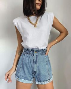 Look Fashion, Spring Fashion, Girl Fashion, Fashion Outfits, Fashion Tips, Mode Outfits, Casual Outfits, Casual Shorts, Denim Shorts