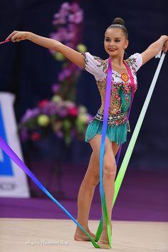 Arina Averina (Russia) won silver in ribbon finals at Grand Prix (Moscow) 2017