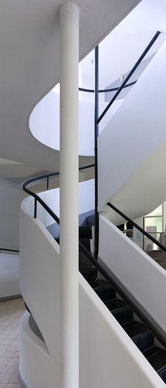 Ah! Bonjour Escalier! M&B aiment Le Corbusier | Villa Savoye | Poissy, France | 1928-1931 | Restauré en 1985