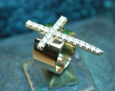 Diamond cross ring in 14 karat yellow gold