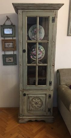 Antique tumbled buffet / silverware - Rustic Home Decor, Painted Furniture, House Styles, Dining Room Decor Traditional, Furniture Rehab, Country Decor Rustic, Dining Room Console, French Provincial Decor, Rustic House