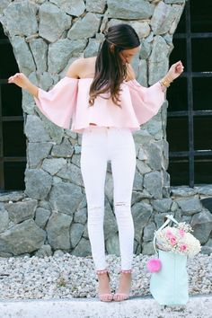 Outfits With Heels Part Cute Winter Outfits (Ripped Jeans) Slideshow: Read more: 4 Tips to Improve Overall Appearance and Fashion Trends Supernatural Styl Cute Ripped Jeans Outfit, White Jeans Outfit, White Ripped Jeans, White Pants, Denim Jeans, Mode Outfits, Jean Outfits, Casual Outfits, Fashion Outfits