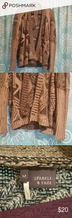 🎃Cozy sweater🎃 Very warm and very soft , perfect for cold fall days. The color is really grey somehow on the picture show up as  brown. Sparkle & Fade Sweaters