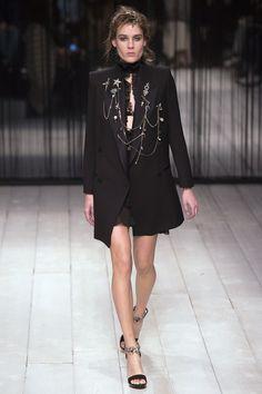 Alexander McQueen Fall 2016 Ready-to-Wear Collection Photos - Vogue Fall Fashion 2016, Runway Fashion, Fashion Show, Autumn Fashion, Womens Fashion, Fashion Design, Lux Fashion, Vogue Fashion, London Fashion Weeks