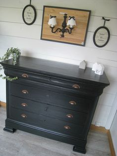 – Vintage Home Decor Paint Furniture, Furniture Makeover, Bedroom Furniture, Diy Furniture Restoration, Vintage Dressing Tables, Painted Chest, Old Dressers, Retro Home Decor, Home Staging