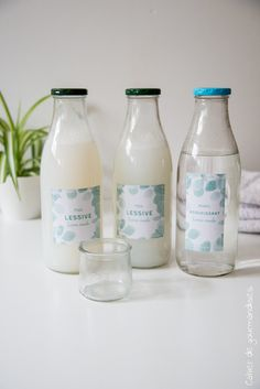 - Bottle Crafts - Lessive et adoucissant maison DIY: Doing her laundry and her home softener. Pot Mason Diy, Mason Jar Crafts, Mason Jars, Diy Hanging Shelves, Floating Shelves Diy, Diy Shelving, Limpieza Natural, Galaxy Bath Bombs, Thrift Store Crafts
