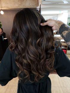 Balyage Hair, Brown Hair Balayage, Balayage Brunette, Hair Color Balayage, Gorgeous Hair Color, Hair Color For Black Hair, Brown Hair Inspo, Dark Brunette Hair, Dark Hair With Highlights