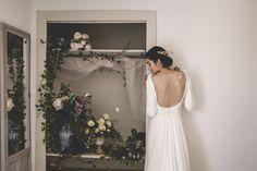 Vestido de novia de crep y gasa de seda, con manga larga. Wedding dress. Colección melancolie.