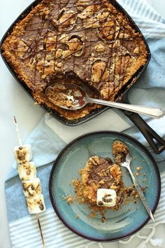 Chocolate+S'mores+Skillet+Cake+|+Foodness+Gracious