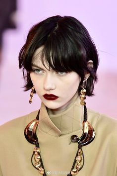 Designer ready-to-wear looks from Fall 2019 runway shows from Paris Fashion Week Hair Inspo, Hair Inspiration, Short Grunge Hair, Face And Body, Cute Hairstyles, Pretty People, Hair Goals, My Hair, Curly Hair Styles