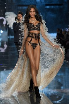 So last night was the Victoria's Secret Fashion Show. | 41 Victoria's Secret Models Show What They Look Like Without Makeup