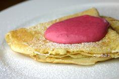 pfannkuchen mit geeistem himbeerquark / Crepe with Iced Raspberry Sauce