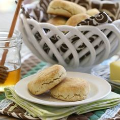 Almond Flour Biscuits (GF, DF) - The Nourishing Home Southern Style Almond Flour Biscuits . these will take you back to your childhood! They are as good and grandma's biscuits. Flour Recipes, Gluten Free Recipes, Low Carb Recipes, Real Food Recipes, Cooking Recipes, Delicious Recipes, Bread Recipes, Paleo Bread, Low Carb Bread