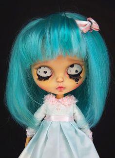 Custom blythe doll for adoption mint hair painted eyelids Mint Hair, Green Hair, Philtrum, Tan Skin, Hair Painting, Blythe Dolls, New Outfits, Bangs, Baby Dolls