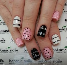 Maybe you are already planning on buying some clothes of these two colors. But do you know how to wear them on your nails? For today, I'd like to show you 12 rose quartz nail designs for 2016 Get Nails, Fancy Nails, Love Nails, Fabulous Nails, Gorgeous Nails, Pretty Nails, Rose Quartz Nails, Botanic Nails, Nagel Hacks