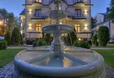 Built before the Second World War and set in Zakopane, 800 m from Krupówki, Willa Roztoka offers accommodation with free WiFi and flat-screen TV. Poland, Fountain, Two By Two, Flat Screen, Building, Outdoor Decor, Flat Screen Display, Buildings, Water Fountains