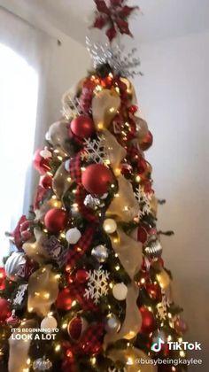 Flocked Christmas Trees Decorated, Elegant Christmas Trees, Creative Christmas Trees, Ribbon On Christmas Tree, Christmas Tree Themes, Noel Christmas, Xmas Tree, Xmas Decorations, Beautiful Christmas