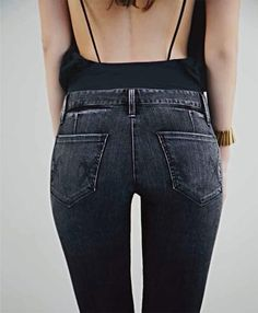 Low back tops tucked into high waisted jeans, on a great ass is the sexiest. Mode Outfits, Fashion Outfits, Womens Fashion, Looks Style, Style Me, Josie Loves, Alternative Rock, Hipster, Mode Inspiration
