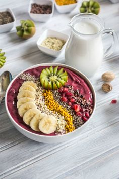 Smoothie bowls are one of thehottesttrends right now, and for good reason. They not only pack a ton of flavor, but loads of nutrients too!