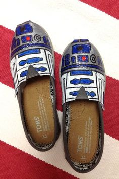 These projects combine two of my favorite things - handmade and Star Wars. Check out these 16 Star Wars crafts that are out of this world. I'd love to know which of these Star Wars DIY projects are your favorite! R2d2, Star Wars Shoes, White Keds, Meme Design, Chevron, Shoe Refashion, Star Wars Crafts, Canvas Slip On Shoes, Darth Vader