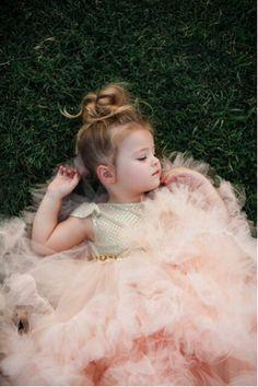 Beautiful little girl in pink tutu Baby Kind, Baby Love, Beautiful Children, Beautiful Babies, Flower Girls, Flower Girl Dresses, Cute Kids, Cute Babies, Foto Baby