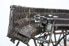 Armas são usadas na criação de instrumentos musicais que tocam sozinhos