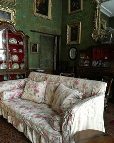 Brocade, chintz and everything in between English Interior, English Decor, English House, English Style, Home Interior Design, Interior Architecture, Space Interiors, Interior Inspiration, Furniture