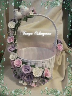 Wedding Gift Wrapping, Wedding Gifts, Wedding Arrangements, Floral Arrangements, Easter Baskets, Gift Baskets, Wedding Glasses, Flower Girl Basket, Basket Decoration