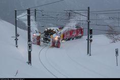 Net Photo: 95404 RhB - Rhätische Bahn Gem at Alp Grüm, Switzerland by Georg Trüb Snowy Pictures, Work Train, Swiss Railways, Old Trains, Snow Plow, Train Journey, Round House, Locomotive, Switzerland