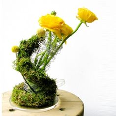 YAU FLORI _ yau concept_floral structure with ranunculus & moss