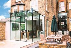 An insight into the modern Glass Extension by Glass Design and Build UK Ltd Kitchen Extension Sliding Doors, Glass Extension, Side Extension, Extension Ideas, Glass Cube, Glass Boxes, Victorian Terrace, Victorian Homes, Modern Conservatory
