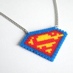 Collier superman / mini hama / comic's / perles à repasser / super héros / marvel dc / geek pixel art