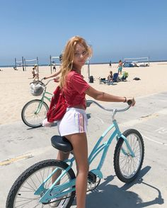 """17.9 mil Me gusta, 348 comentarios - NADIA (@nadiaturner) en Instagram: """"who wants to ride bikes on the beach with me?!☁️🌈🚲"""" Bicycle Women, Bicycle Girl, Nadia Turner, Cruiser Bicycle, Cycling Girls, Cycle Chic, Fashion Photography Inspiration, Bike Style, Modern Outfits"""