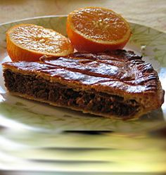 Galette des rois with orange and chocolat Cooking Cookies, Cookery Books, Jewish Recipes, Weird Food, French Pastries, Sweet Tarts, Party Desserts, Yummy Cakes, Sweet Recipes