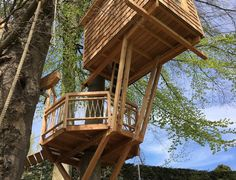 Simple Tree House, Modern Tree House, Tree Camping, Tree House Plans, Tree House Designs, Timber House, Earthship, Home Design Plans, Architecture Details