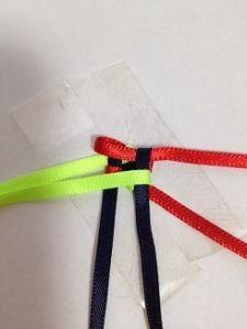 ハワイアンリボンレイ ヘキサグラムレシピ - アラフォーおばちゃんの憂さ晴らし Ribbon Lei, Diy Ribbon, Ribbon Crafts, Box Braids Tutorial, Graduation Leis, Weaving Patterns, Fabric Manipulation, Basket Weaving, Decorative Bowls
