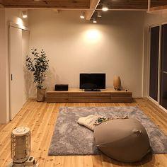 Lounge,スポットライト,梁,無垢材,漆喰壁,大窓,テレビボード,照明,ラグ,吹き抜け,北欧 ma-misoの部屋 Japanese Living Rooms, Japanese Home Decor, Meditation Corner, Interior Decorating, Interior Design, My Living Room, Room Interior, Interior Inspiration, Interior Architecture