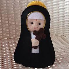 nossa senhora aparecida em feltro - Pesquisa Google Jesus Crafts, Baby Jesus, Softies, Catholic, Quilts, Christmas Ornaments, Holiday Decor, Inspiration, Craft Ideas