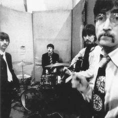 Richard Starkey, Paul McCartney, George Harrison, and John Lennon (Sgt Pepper sessions) Ringo Starr, George Harrison, Beatles Photos, The Beatles, Paul Mccartney, John Lennon, Rock N Roll, Liverpool, Beatles Sgt Pepper