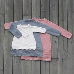 Dolleguri-tunika fra jentestrikk-heftet vårt :) perfekt til norsk sommer ;) #klompelompe #dolleguritunika #klompelompegarn Tunic from our knit for girls booklet :) Picnic Blanket, Outdoor Blanket, Baby Knitting, Knitted Baby, Knit Crochet, Baby Kids, Stylish, Instagram Posts, Handmade