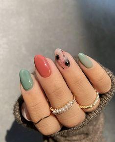 Halloween Nail Designs, Halloween Nails, Easy Halloween, Short Nail Manicure, New Nail Trends, Fall Nail Polish, Natural Acrylic Nails, Les Nails, Manicure Colors