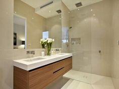 朝の支度が重なるときも、洗面所が広いと使いやすそう。