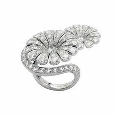 Van Cleef & Arpels Ile de la Cité Diamond Flower Ring